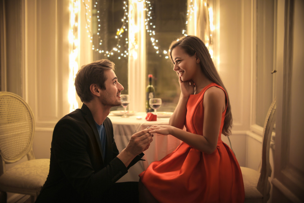 Proposal in restaurant